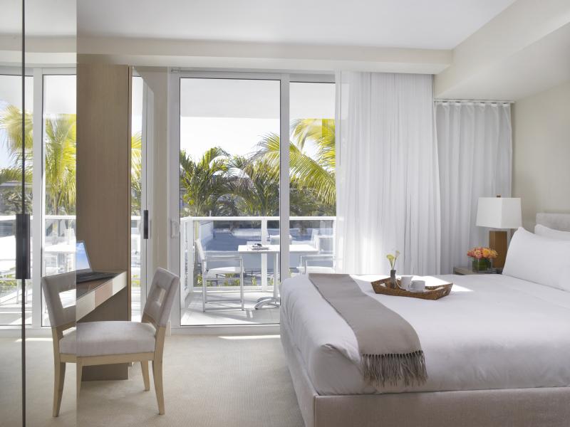 Grand Beach Hotel Surfside-West King Standard Room