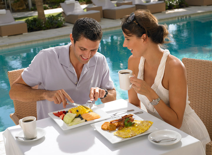 Grand Beach Hotel. Outdoor. Poolside. Dining